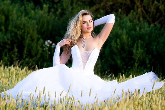 довольно популярен видеть себя в свадебном платье во сне девушке что законных