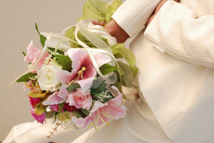 К чему снится быть на свадьбе цветков